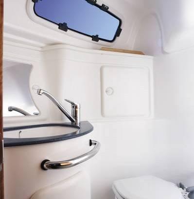 Bavaria 30 Cruiser - natte cel met toilet en douche