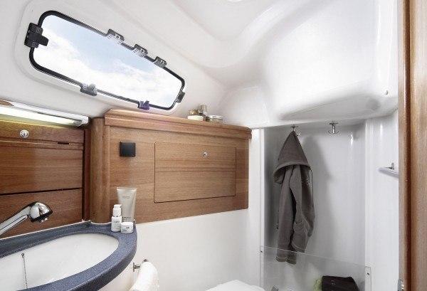 Bavaria 31 Cruiser - natte cel met toilet en douche