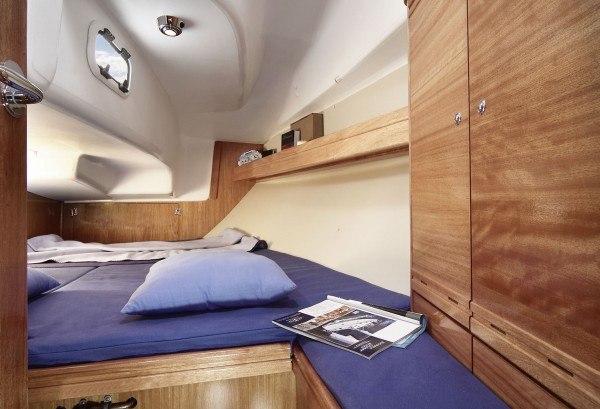 Bavaria 31 Cruiser - hut achter aan bakboord