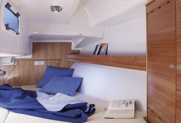 Bavaria 33 Cruiser - tweepersoons hut achter