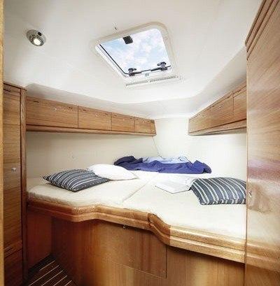 Bavaria 35 Cruiser - tweepersoons hut voor in de punt