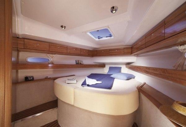 Bavaria 46 Cruiser - tweepersoons hut in de voor in de punt