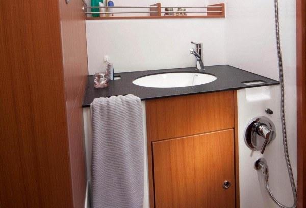 Bavaria 36 Cruiser - natte cel met toilet en douche