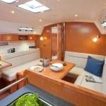 Bavaria 36 Cruiser - salon gezien vanaf keuken