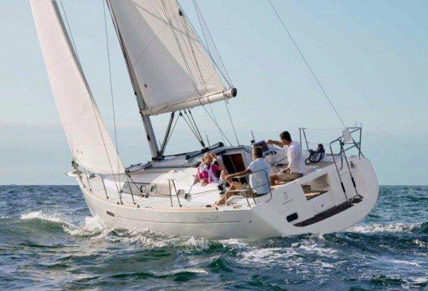 Beneteau Oceanis 34 - achteraanzicht