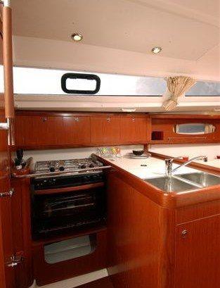Beneteau Oceanis 31 - keuken