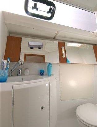 Beneteau Oceanis 34 - natte cel met toilet en douche