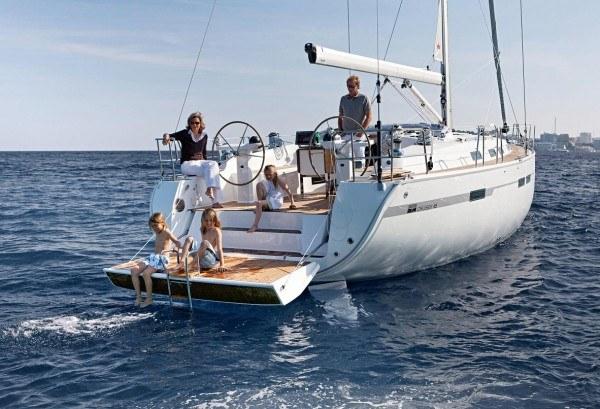 Bavaria 45 Cruiser - achteraanzicht met open zwemplateau
